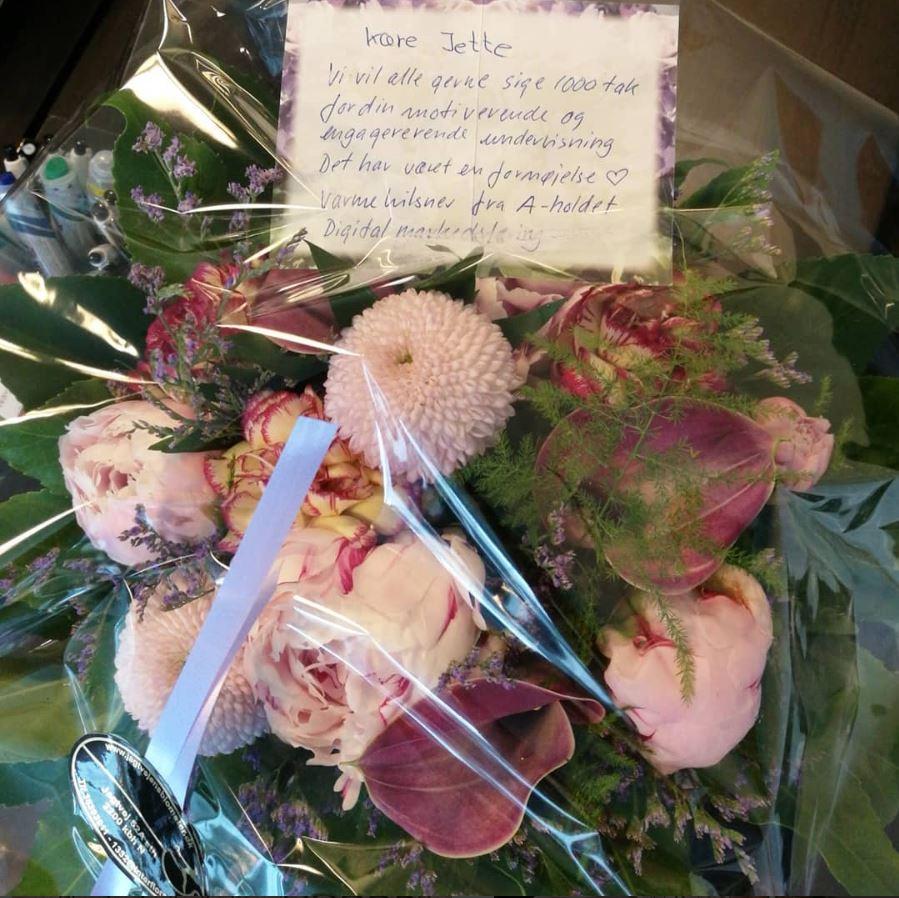 Dejligt at få så flotte blomster af en flok glade kursister.